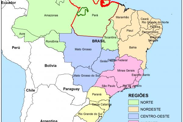 Carte du Brésil, indiquant en rouge l'état de Pará et les limites de la Forêt Modèle Amazonas Tapajós en vert.